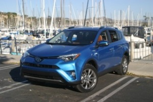 160107-2016toyota-rav4-hybrid-and-rav4-se-review-by-steve-purdy.3